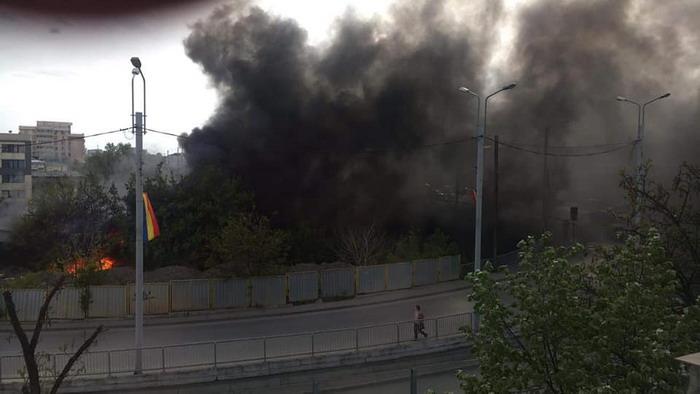 O parte din oraşul Iaşi, sufocat de FUM! Incendiu uriaș în ...  |Incendiu Iasi