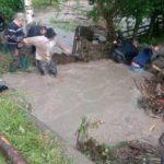 Suceava: Curți inundate, locuințe fără curent electric și un bărbat lovit de trăsnet